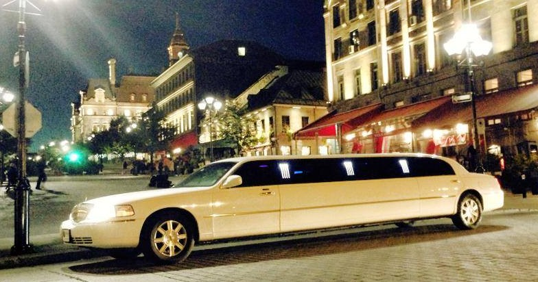 White Navigator limo from Tiffany
